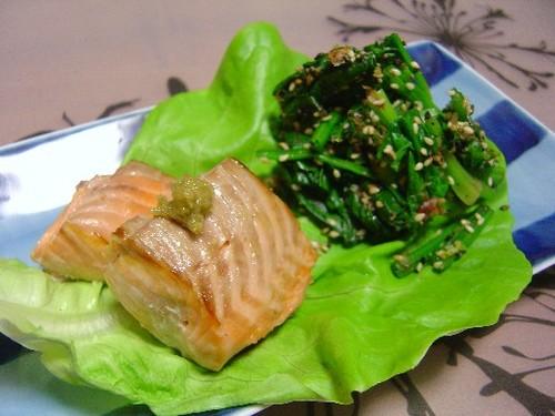 鮭の塩焼きとほうれん草の和え物(20071206)